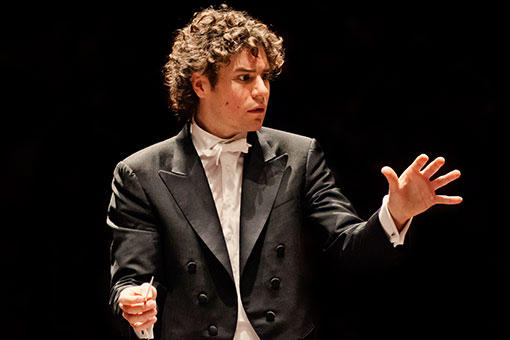 British conductor Robin Ticciati returns after his acclaimed debut with the Philadelphians in 2012.
