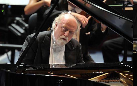 Pianist Peter Donohoe