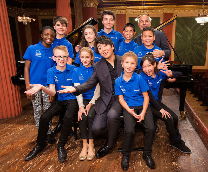 Lang Lang and Leszek Lukas Barwinski of the Lang Lang International Music Foundation with the participants of the 2015 Allianz Junior Music Camp.