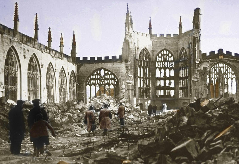 Thr ruins of Coventry Cathedral in 1940