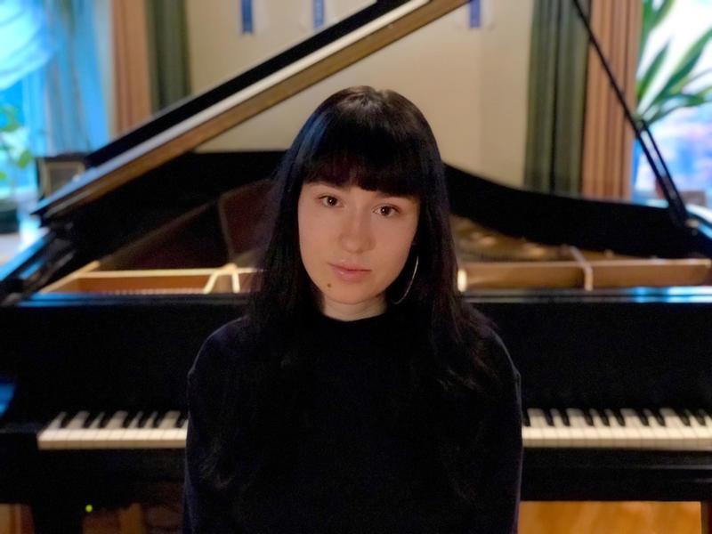 Pianist Nina Mennies