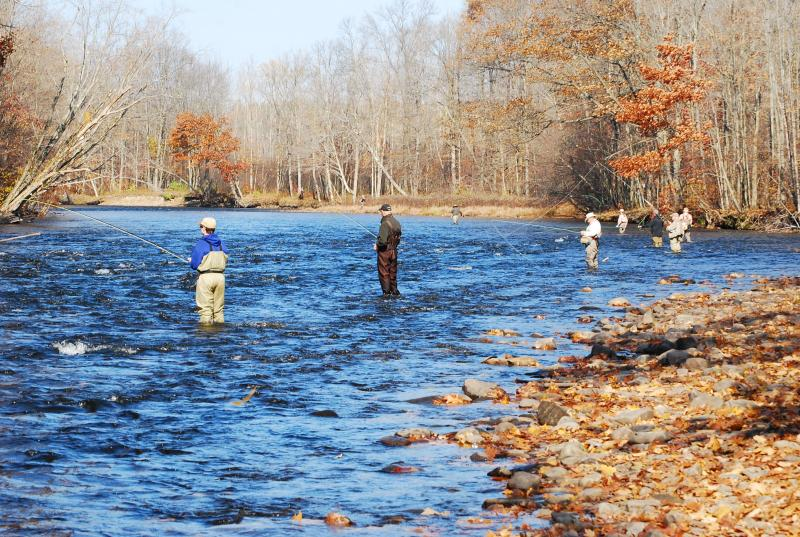 Fishers on the Salmon River, a tributary to Lake Ontario.