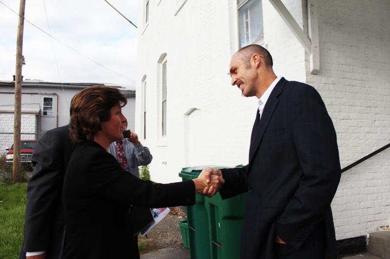 Syracuse's Green Party mayoral candidate Kevin Bott shakes hands with incumbent Democratic Mayor Stephanie Miner.