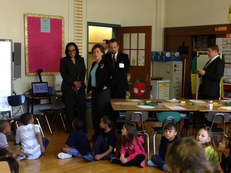 Syracuse Mayor Stephanie Miner visits a second grade classroom at Frazer School.