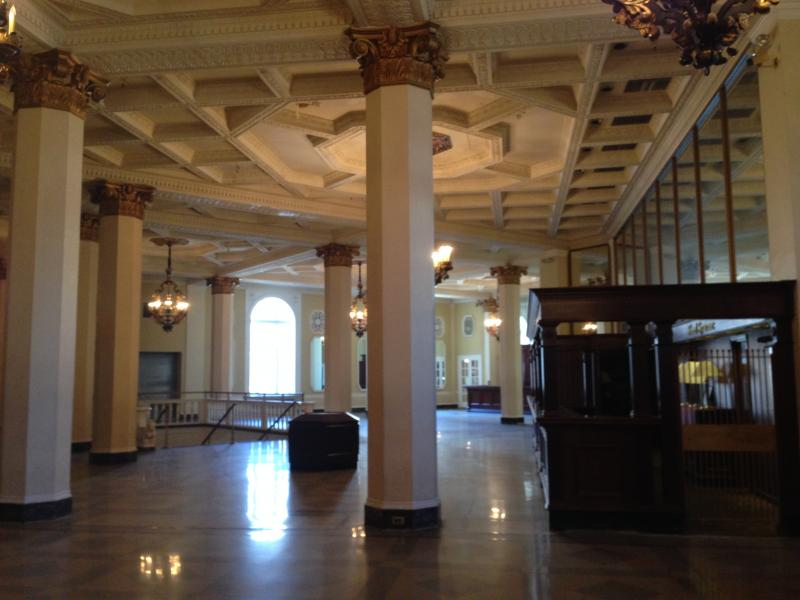 The main lobby of the Hotel Syracuse.