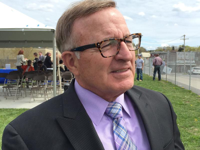 State Sen. John DeFrancisco (R-Syracuse), who is running for governor, called for hearings into tourism signs put up by the governors office