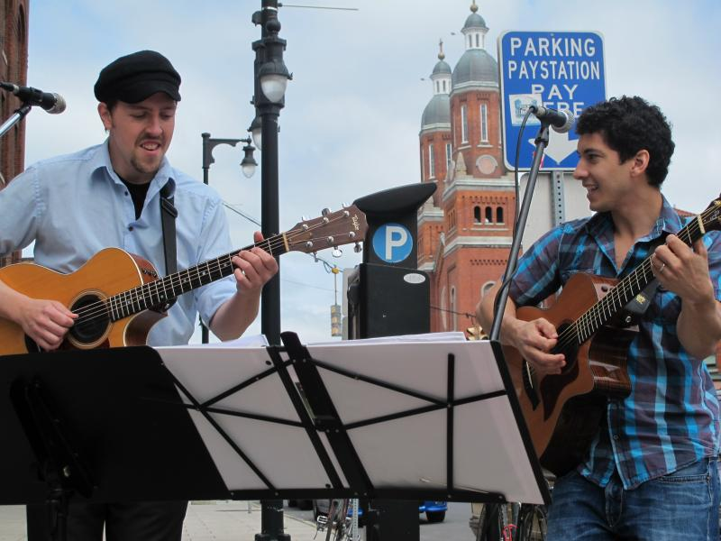 Max McKee (left) and Andrew Greacen perform outside of Craft Chemistry during the Cuse Mob Saturday.