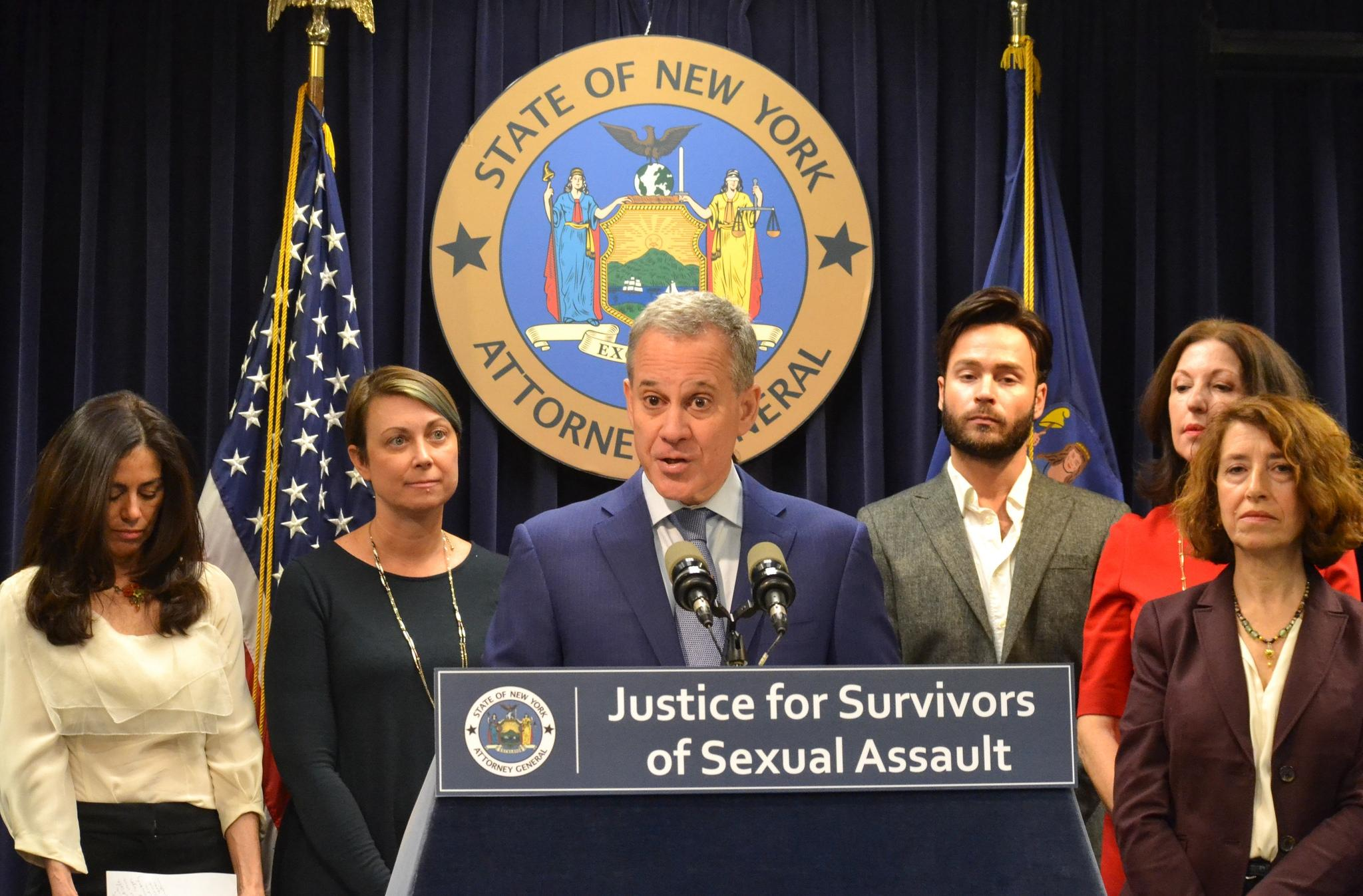 NY Attorney General resigns amid abuse allegations