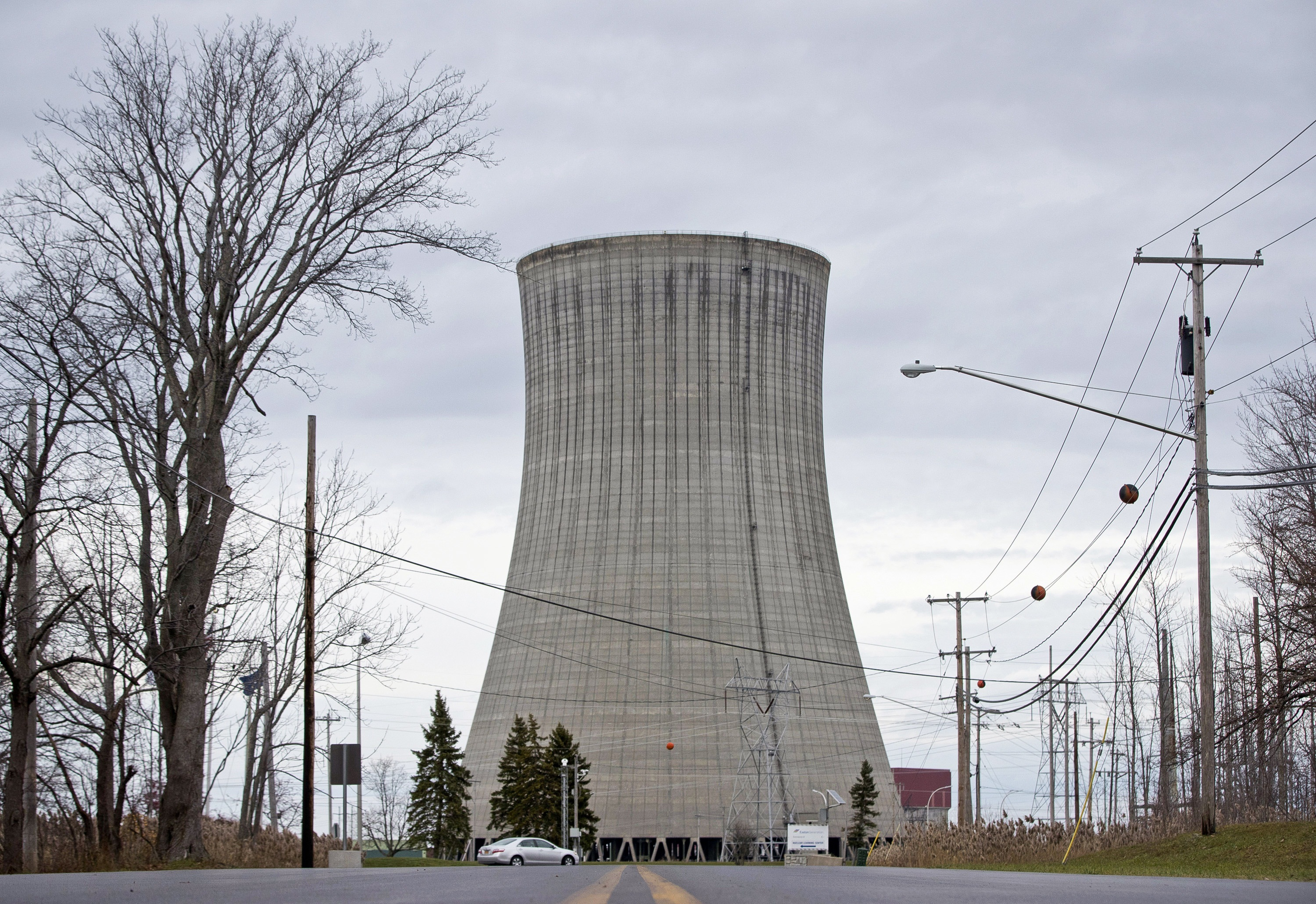 essay on nuclear power plant the decommissioning of nuclear  hearing on nuclear plant bailout draws supporters and critics but hearing on nuclear plant bailout draws