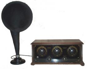 Early 1920s Polle Royal 3-dial radio with horn speaker
