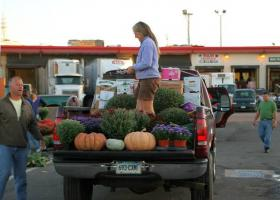 Farmers market shopper loading up at the Hartford Regional Market