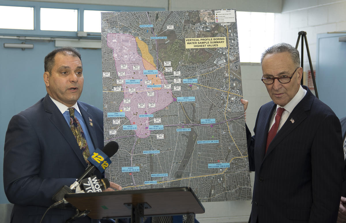 N Y Assemblyman Anthony Saladino Left And U S Sen Charles Schumer D Ny Display A Map Of The Spread Of A Plume Of Toxic Chemicals From Bethpage To