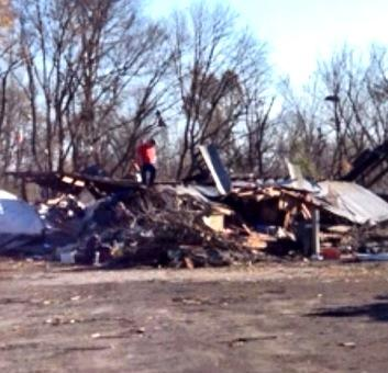 Residents survey storm damage in Brookport, IL as clean up begins