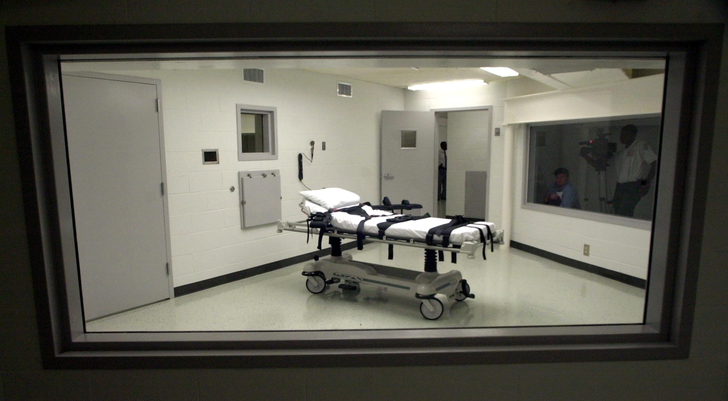 Attractive Alabama Inmates Ask State Supreme Court To Stop Executions