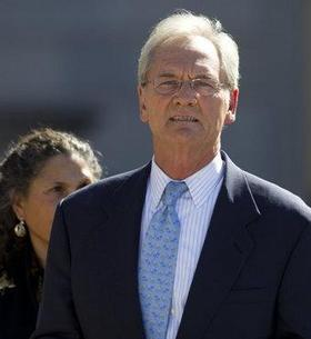 Former Gov. Don Siegelman is asking a federal appeals court to grant him a new trial on his 2006 bribery conviction.