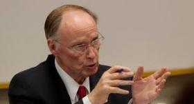 Gov. Robert Bentley announced his support for the Medicaid Advisory Commission's recommendations to change Alabama's Medicaid system.