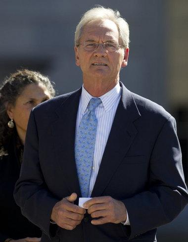Former Alabama Gov. Don Siegelman reports to prison in La. to complete prison term.