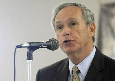 Jefferson County Superintendent Phil Hammonds is retiring when his contract expires in February.