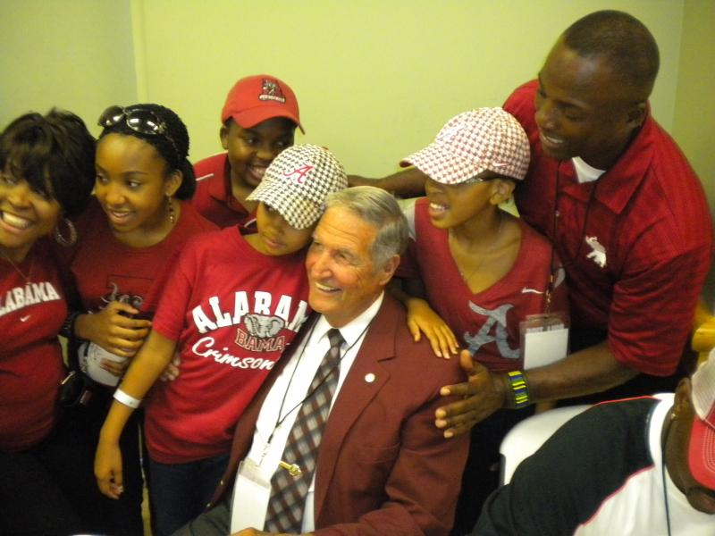 "Former Alabama football coach Gene Stallings meet fans at the fundraising event ""BAMA Champs Fighting for Brielle"""