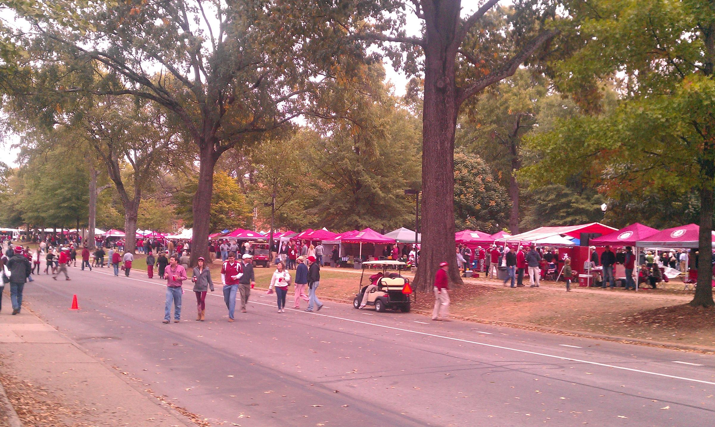 Tailgaters at University of Alabama Homecoming : alabama tailgate tent - memphite.com
