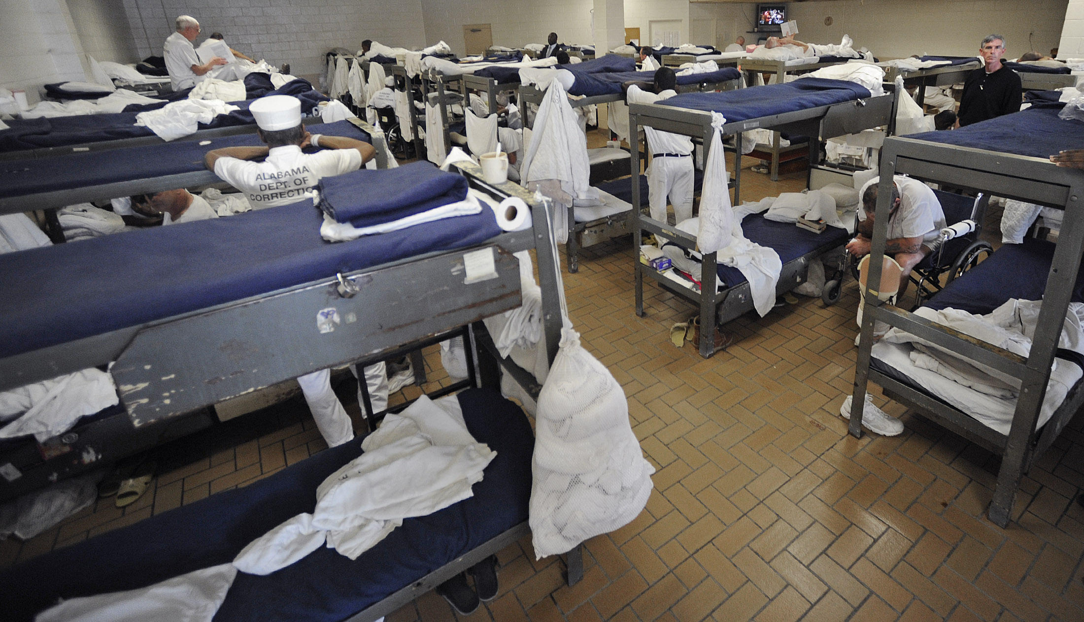 alabama prison overcrowding alabama public radio prison commissioner says most problems come back to overcrowding
