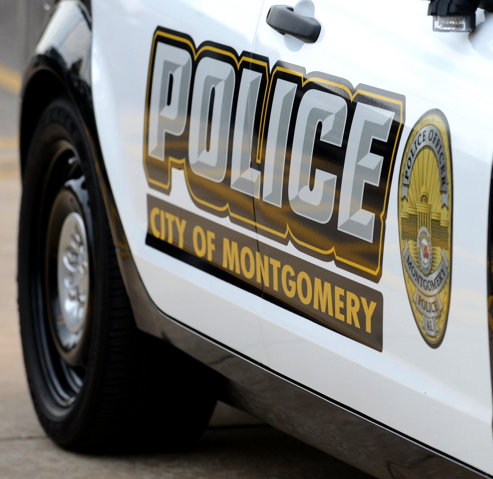 Montgomery officer wants to move murder trial alabama for Holmes motor in montgomery al