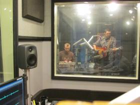 Mark Reynolds (left, on keys) & Alistair Reynolds (on guitar) of War Magic