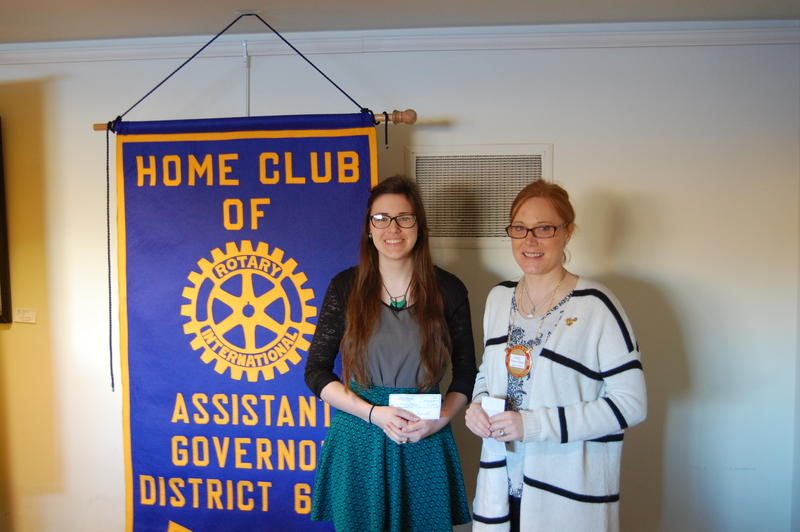 Lanphier High School Senior Hannah Mobley Recieves Her Scholarship From The Rotary Club Of Springfield Sunrise