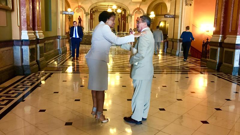 Senators Kimberly Lightford and William Delgado debate in the corridor of the statehouse