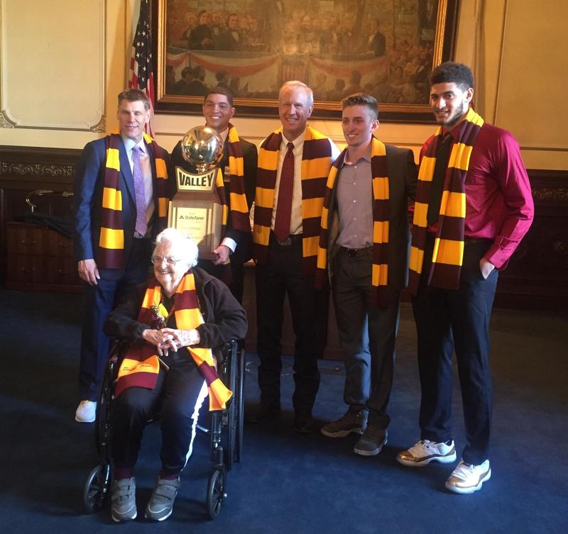 Governor Rauner poses with members of the Loyola men's basketball team, Coach Porter Moser, and Sister Jean.