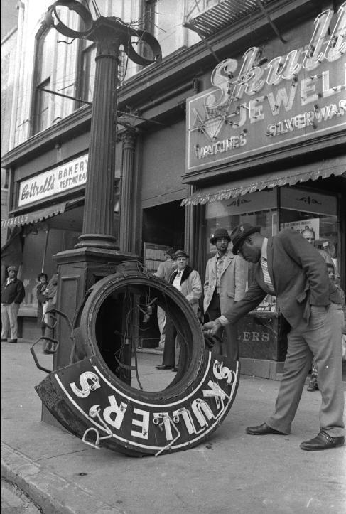 Skuller's street clock - 1974