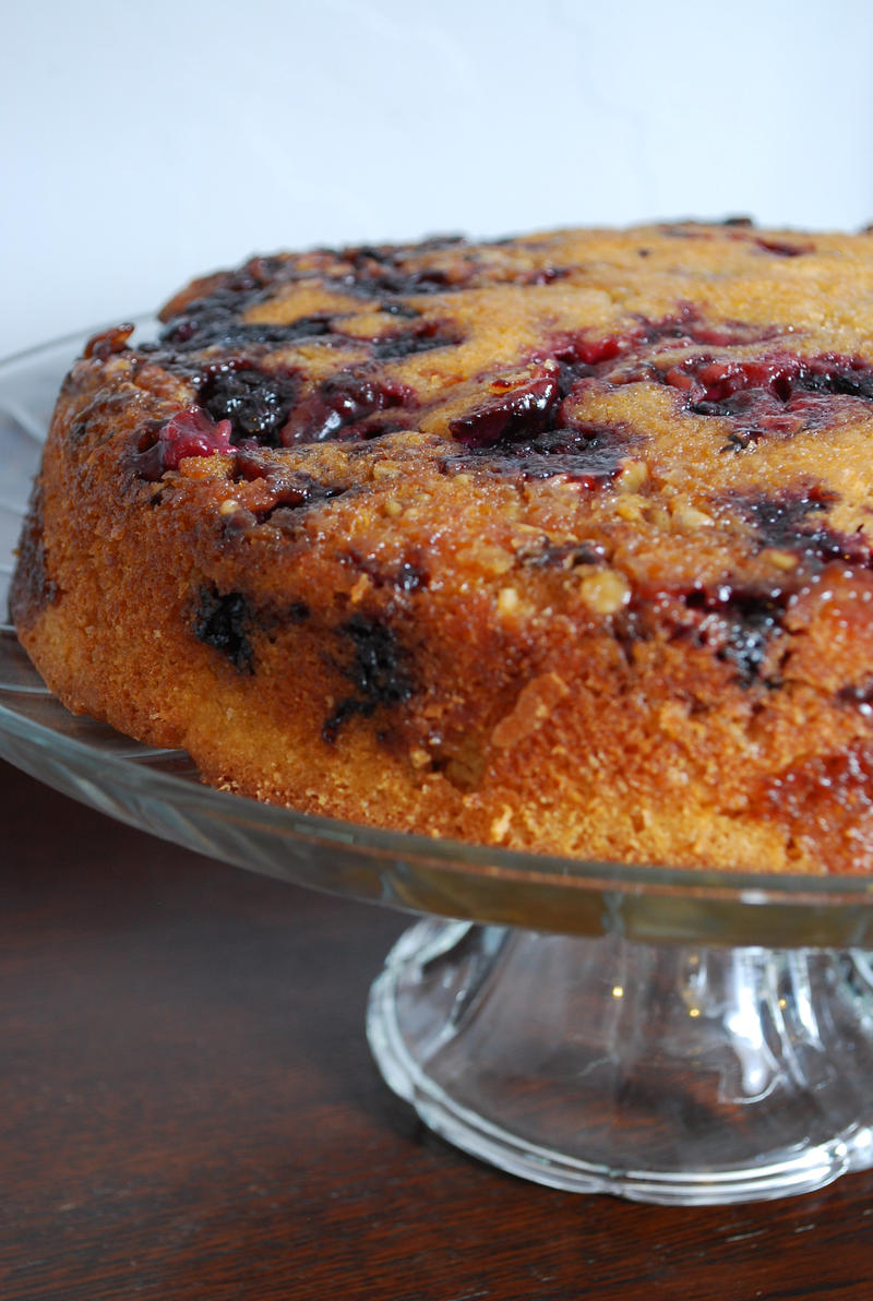 Skillet cake (with blackberries)