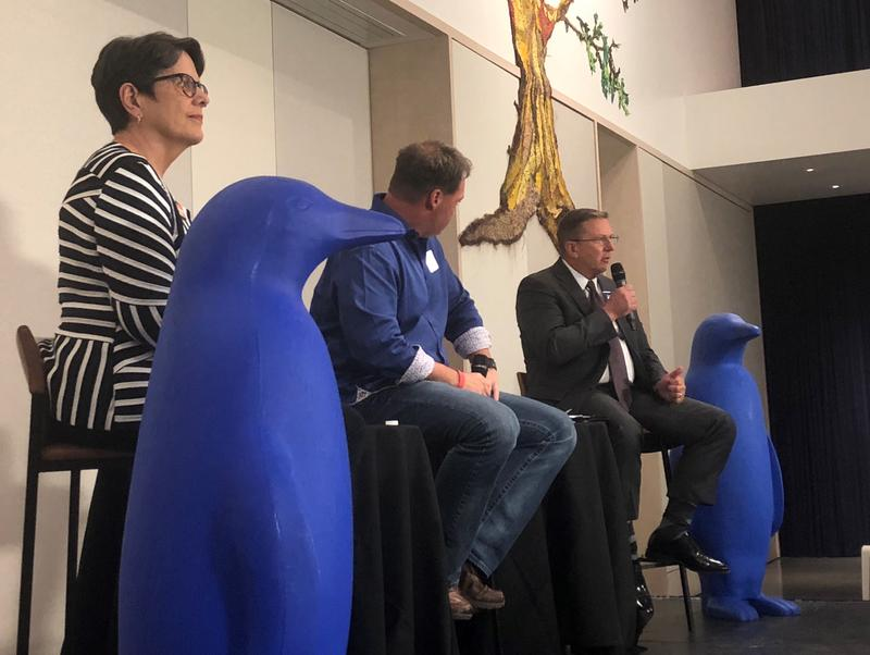 """Former Lexington Vice Mayor Linda Gorton (left) shares the stage with former Police Chief Ronnie Bastin (right) at the """"Between Two Penguins"""" mayoral town hall at the 21c Museum Hotel on August 29, 2018."""