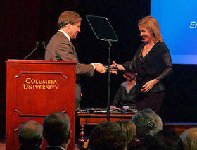 Emily Hanford accepts the duPont award on behalf of the North Carolina Public Radio team in 2004 for the Poverty Series