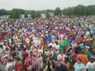 Huge crowd of fans turn out to see Scotty McCreery on Saturday