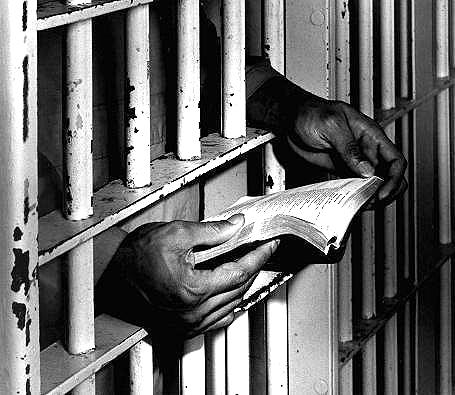 Photo: Reading behind bars