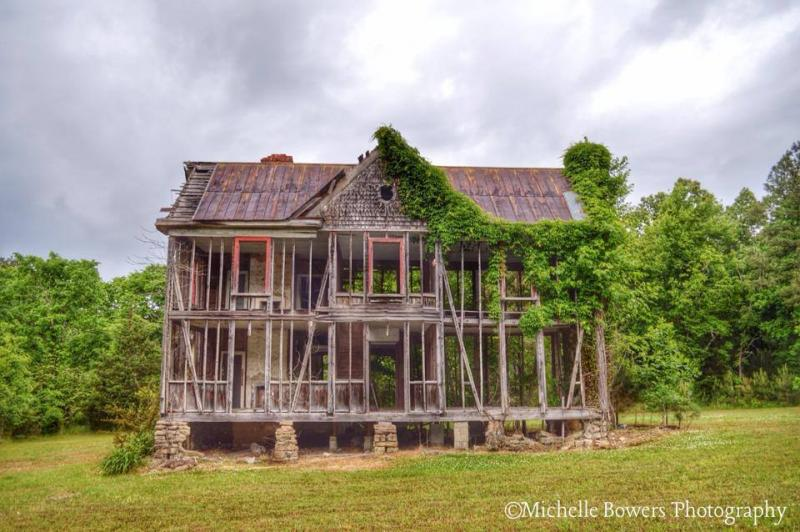 This picture is featured prominently on Michelle Bowers' Facebook page, Abandoned Homes of North Carolina