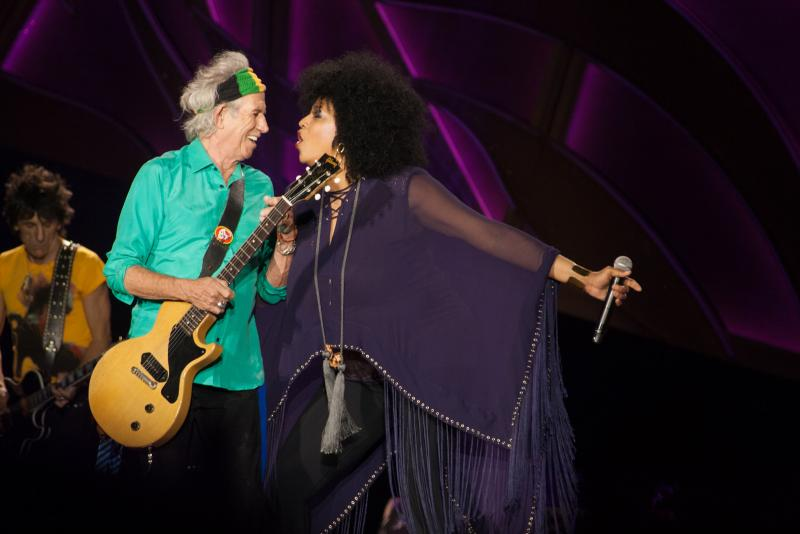Photo of Backup Singer Lisa Fischer on stage with The Rolling Stones