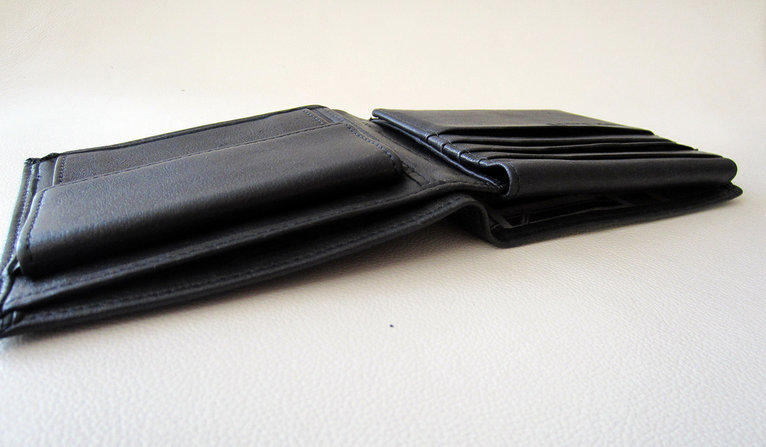 A picture of an empty wallet.