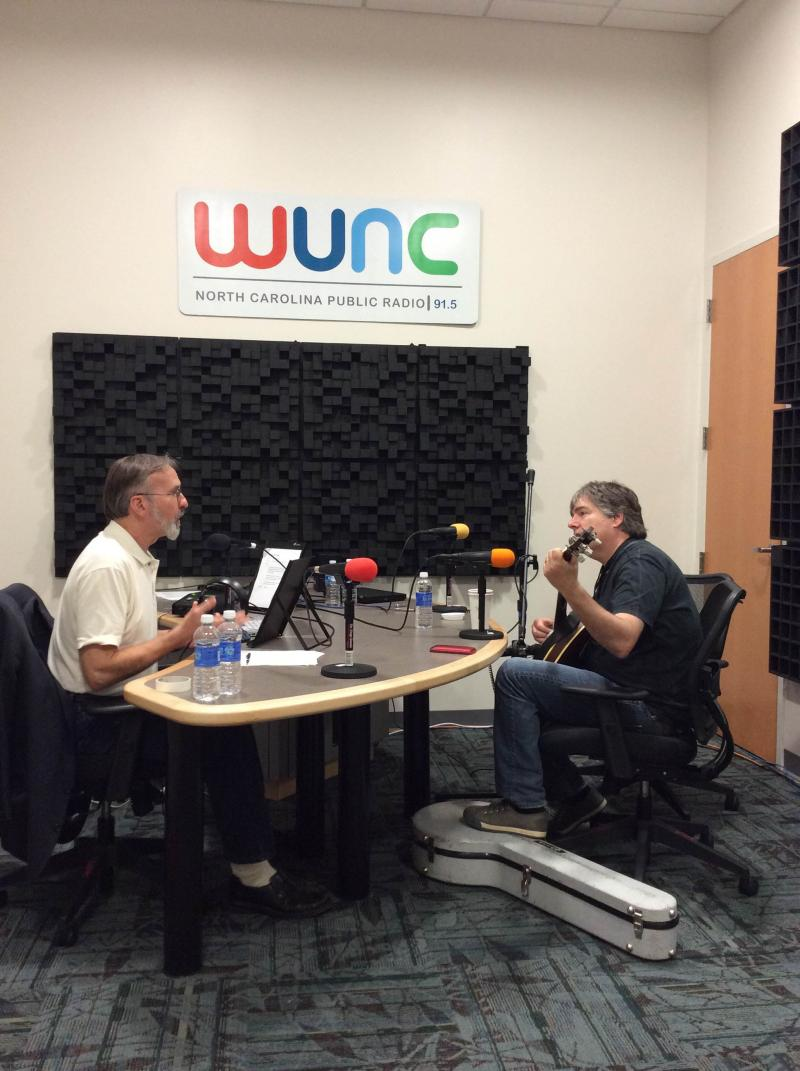 Host Frank Stasio and Béla Fleck prepare for their conversation.