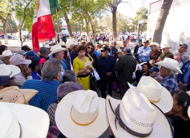 Mexican senator of the PAN party Maria Antoinetta meets with former bracero workers in the Benito Juarez City Park.