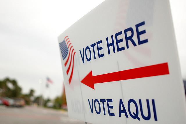 Photo: 'Vote Here' sign in English and Spanish