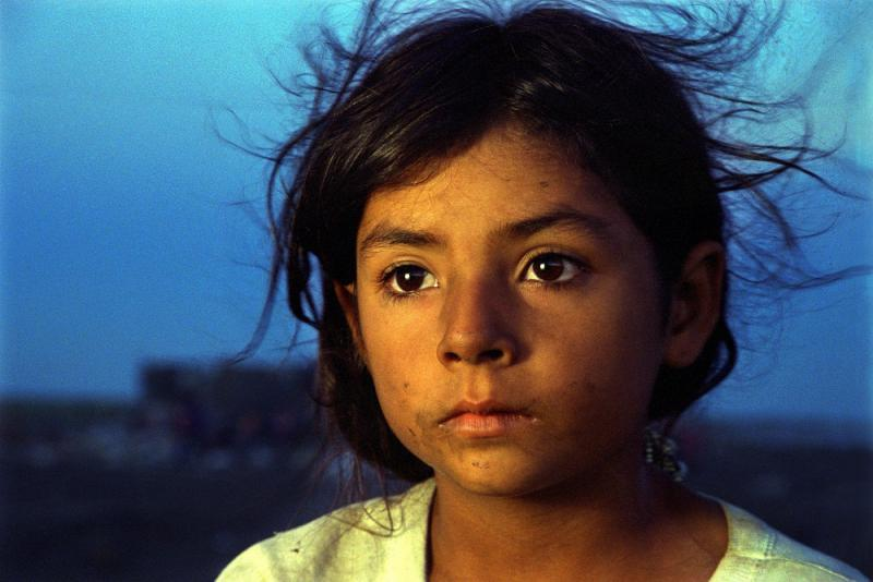Tamaulipas, Mexico, 1996 – Marisol daydreams at dusk while anticipating the arrival of more garbage trucks at the municipal dump