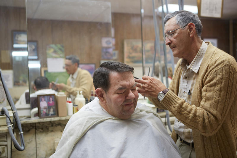 Ronald Sowder cuts Tom Fitzsimmons hair in Hinton, Summers County, West Virginia .