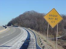 A picture of an ice warning road sign.