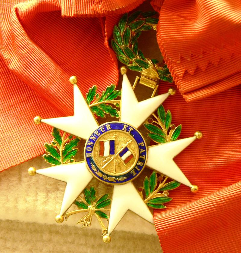 A picture of the French Legion of Honor medal.