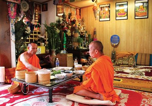 Both spiritual and secular Laotian traditions are supported at the local temple, Wat Lao Sayaphoum. The two resident monks, Somchit Sengdavone (left) and Somphet Souriyavongsa (right), enjoy Laotian food cooked by community members four times a week.