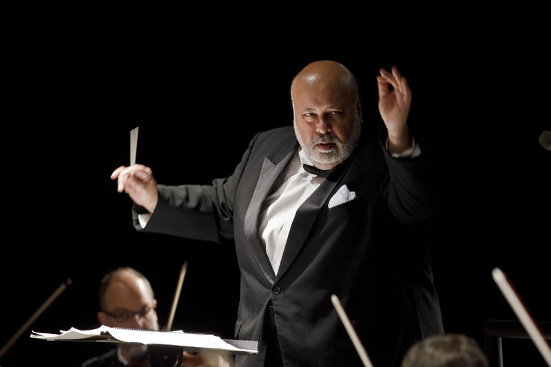 Curry conducting the NC Symphony.