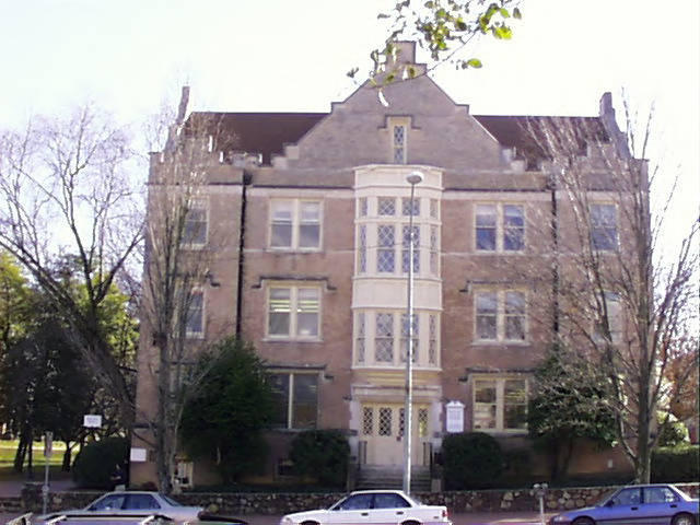 Image of UNC-Chapel Hill's Battle Hall building.
