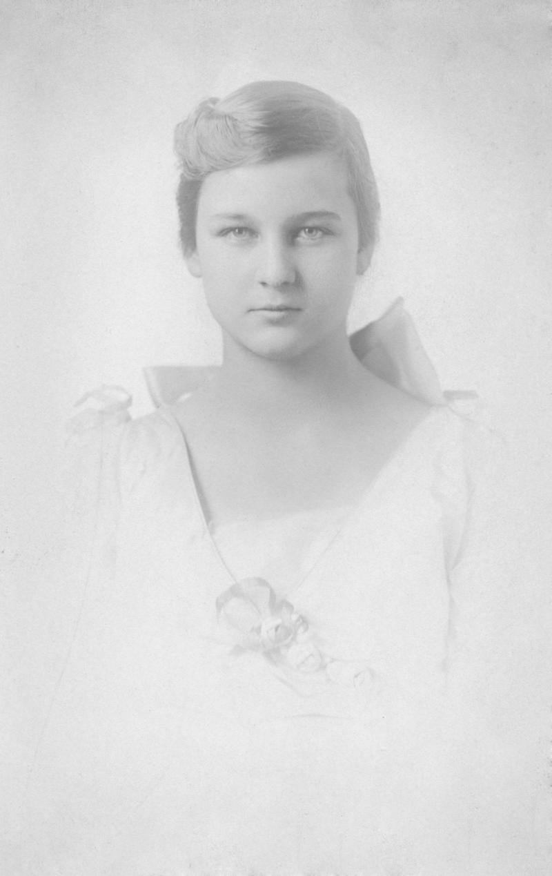 Image of Henrietta Bingham as a debutante around the time her father married Mary Lily Kenan Flagler.